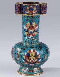 明 銅胎琺瑯彩寶相紋貫耳瓶