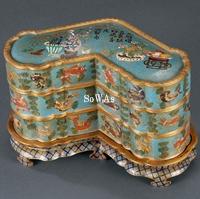 清 銅胎琺瑯彩馨形魚藻圖三層盒