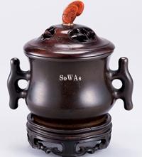 玉靈芝鈕紫檀蓋銅戟耳爐