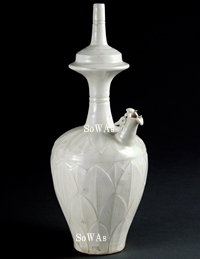北宋 定窯龍首刻蓮瓣紋白釉浄瓶