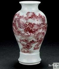"""18世紀釉里紅山水人物図花瓶""""乾隆年製""""款"""